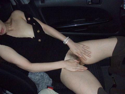 彼女とカーセックスした時に撮った素人露出エロ画像 a46d53a8