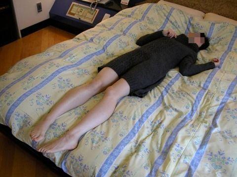 既に普通のエッチでは物足りなくなった素人娘のSM調教エロ画像 a4ad42cd
