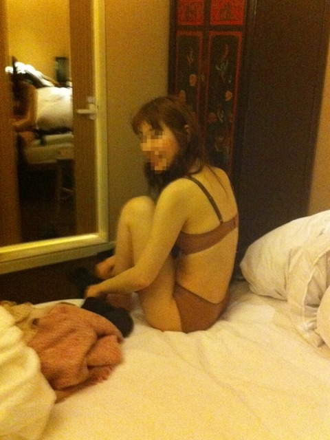 LINEで出会った素人妻と不倫セックスしたときのネット投稿エロ画像 a7935222 s