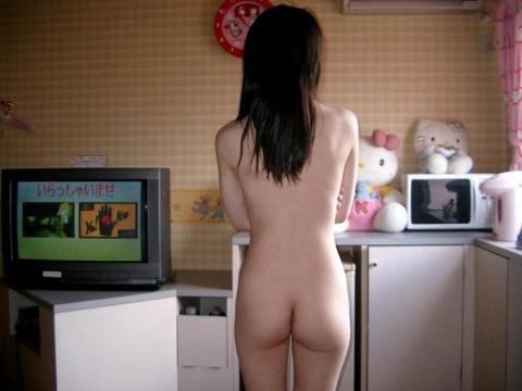 生活感がある部屋で裸になってる素人娘のエロ画像 ab0857e5 s