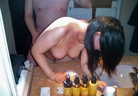 鏡越しにセフレや彼女をハメ撮りしてネット投稿した素人エロ画像 ab59481b
