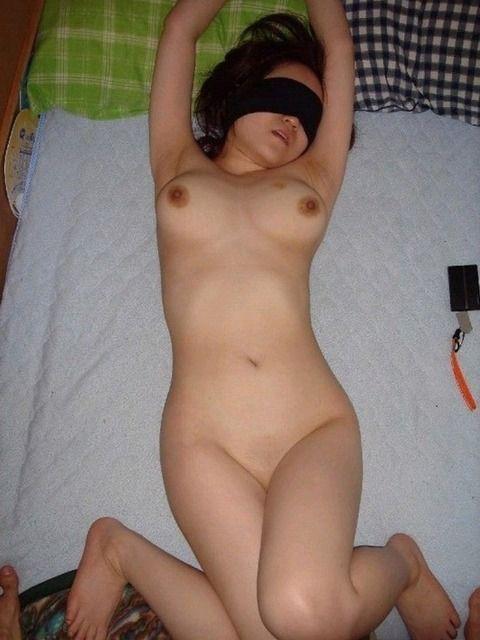 SMプレイを調教されてる素人娘のエロ画像 acc47b04