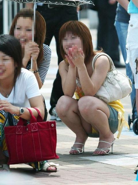 街角で撮影された素人の太ももとかパンツラ画像 ad5cbc88 s