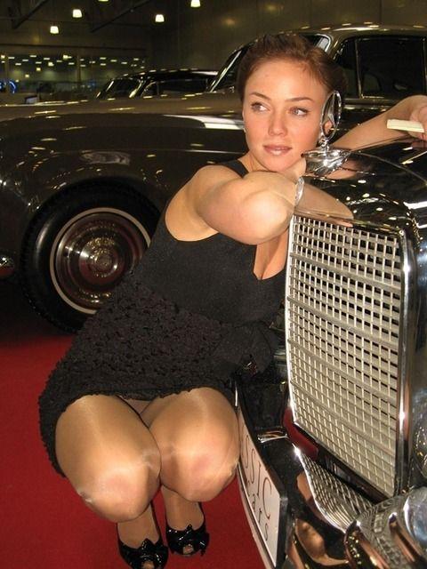 超セクシーな外人レースクイーンのパンチラ画像 afd68e80