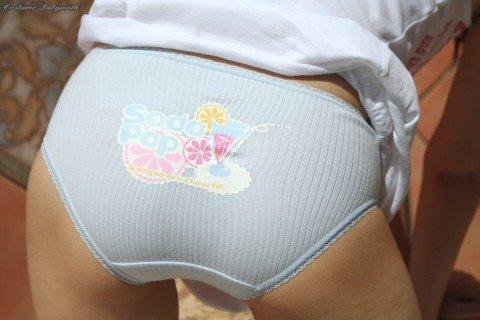 パンツがアニメキャラとか可愛い下着の素人娘のエロ画像 b5a30225