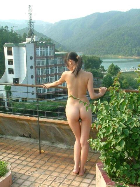 いつでもどこでも露出するのが快感でたまらない素人娘のエロ画像 b8764bb1