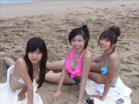 ビーチで出会ったビキニギャルが巨乳おっぱいだった素人エロ画像 b90bafdb