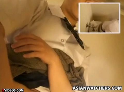 女子校生風の素人娘が制服で立ちションしてるAVのキャプエロ画像 becfb1b1