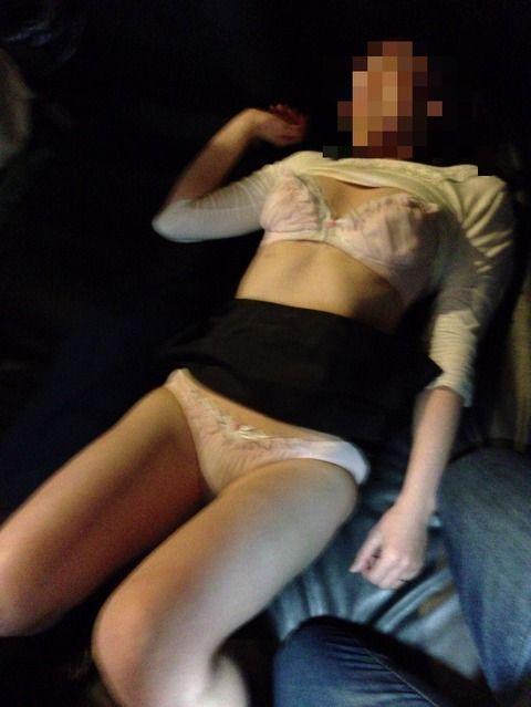 素人娘のセフレと漫喫でセクロスした時のエロ画像 c3daf065