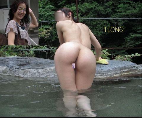 露天風呂で撮影された素人娘の野外露出エロ画像 c5dea240