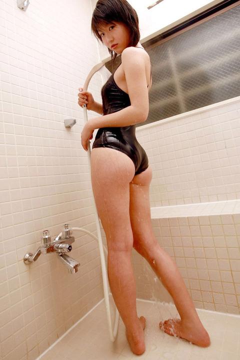 スクール水着や競泳水着を着てる美少女のエロ画像 c75e483f s