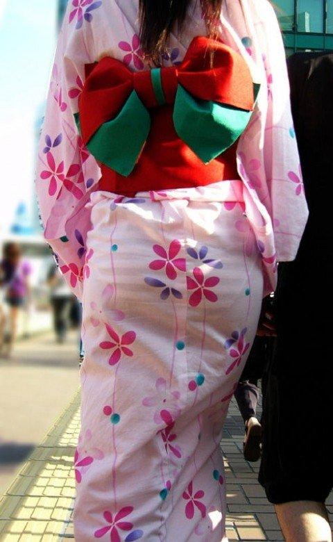 パンツが透けて視線に困るお姉さま達のお尻のエロ画像 ca201f7a