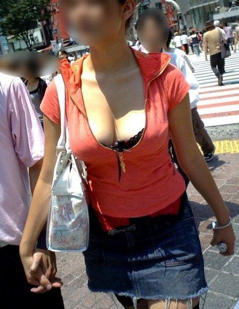 街往く巨乳おっぱいのお姉さんの素人盗撮エロ画像 cef3f0a8