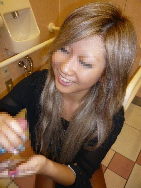 彼女にしてもらった不慣れな手コキの素人エロ画像 d19f0c24