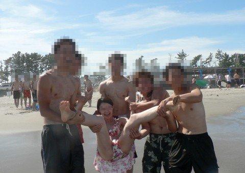 ビーチで出会ったビキニギャルが巨乳おっぱいだった素人エロ画像 d25ccc69