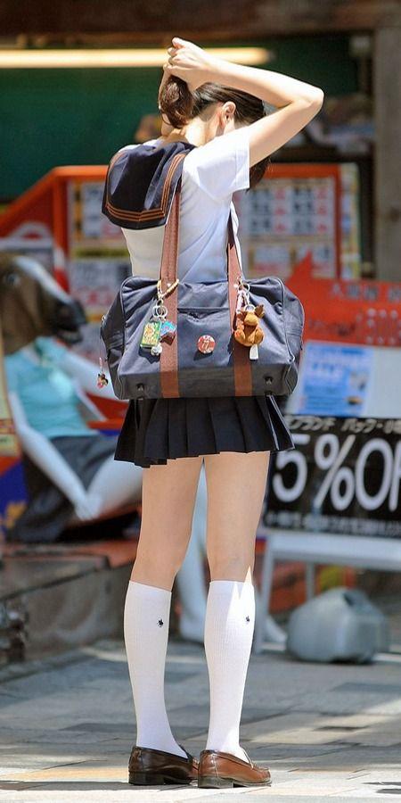 JK風の街撮り太もものエロ画像 d87fd48c