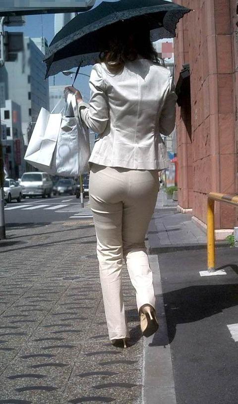 透けパンチラで街を練り歩く素人お姉さんのエロ画像 d92ce2e9 s