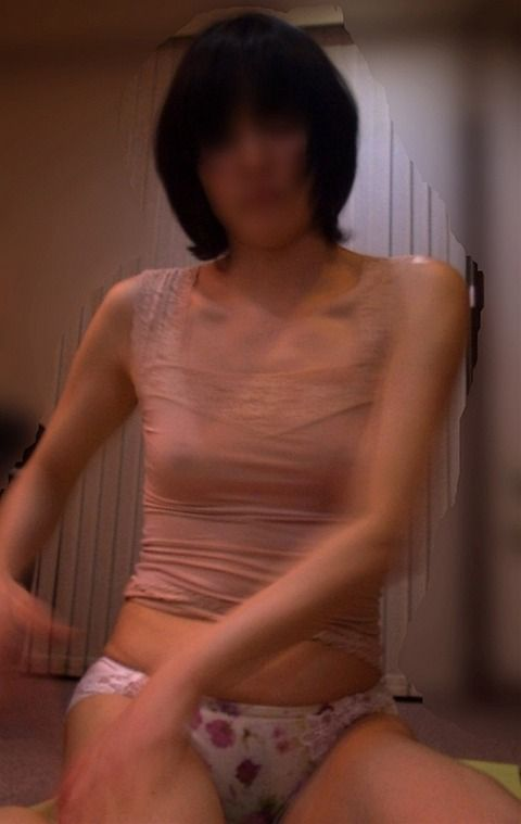 デカパンツがセクシーな素人妻のエロ画像 df216109