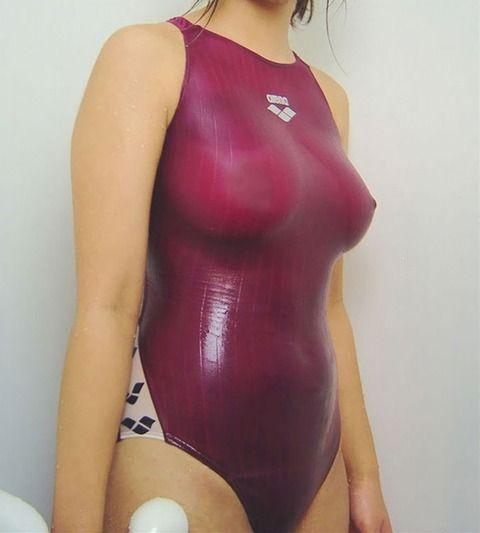 透けた乳首がとっても可愛い水着女子のエロ画像 df7c2b31