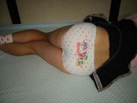パンツがアニメキャラとか可愛い下着の素人娘のエロ画像 e3543a37