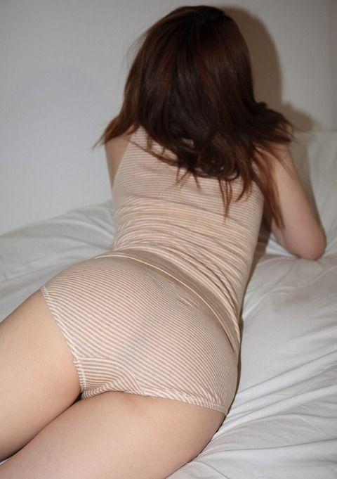 素人娘のデカ尻に貼りつくパンツがエッチなエロ画像 f3d66c16