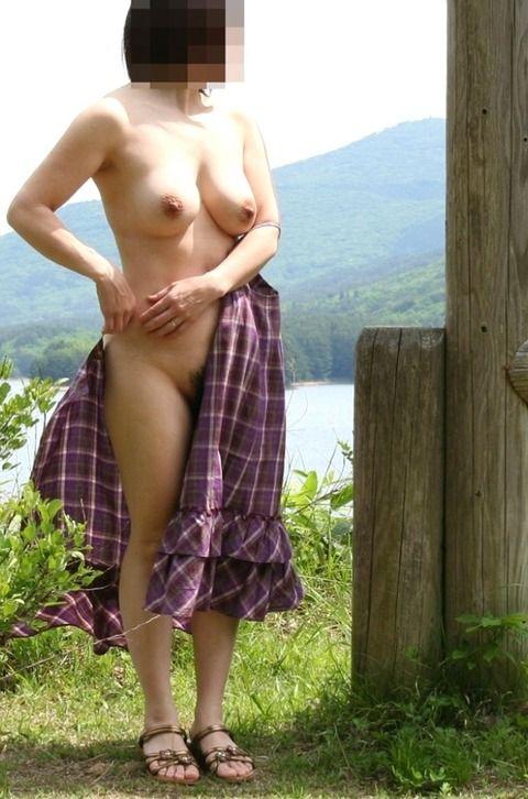 いつでもどこでも露出するのが快感でたまらない素人娘のエロ画像 f52beb93
