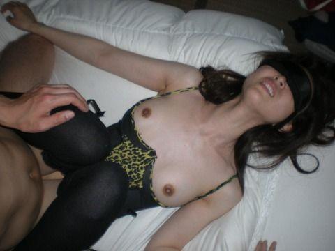 目隠ししないと感じない体になった素人お姉さんのエロ画像 fb8e2be2