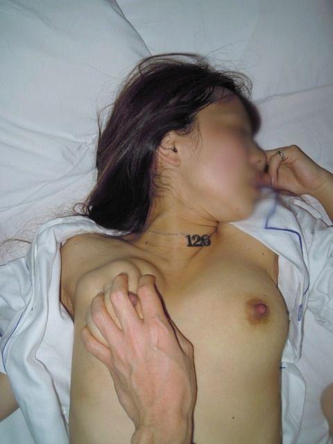 元カノとのsexがあまりに気持ち良かったのでおっぱいとかお尻を投稿した素人エロ画像 fc18dd83