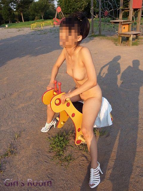 野外露出プレイが辞められなくなった素人娘のエロ画像 fcb6592a