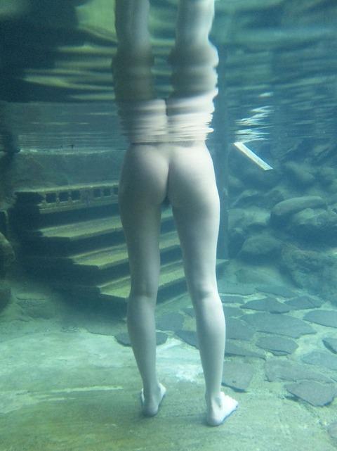 素人お姉さんの温泉入浴姿を激写のエロ画像 fe7028dd s